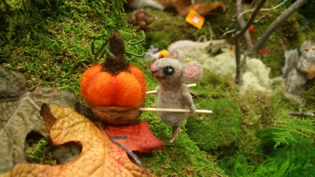 Woodlands scene felted mouse pumpkin